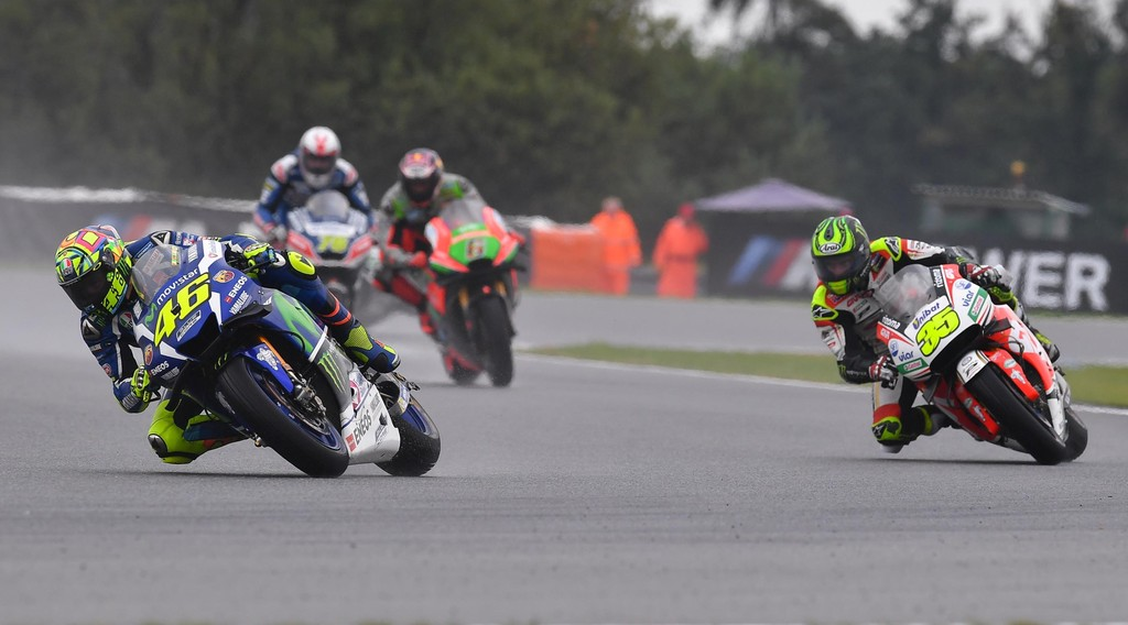 Роси срещу Кръчлоу в Бърно              Снимка: Moto GP Official