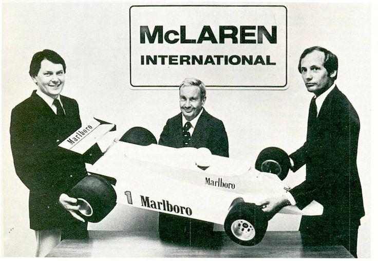 Гордън Копък, Теди Майерс, Рон Денис и модел на McLaren MP4