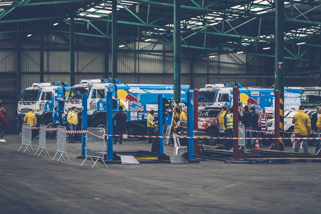 ap-1qcmck6rd1w11_the_team_kamaz_master_trucks_at_the_port_of_le_havre